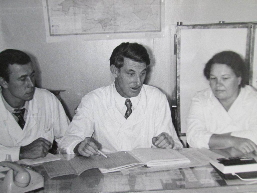 Сотрудники лаборатории иммунитета: М.Н.Соколов, Э.А.Шегидевич. И.А.Яблонская